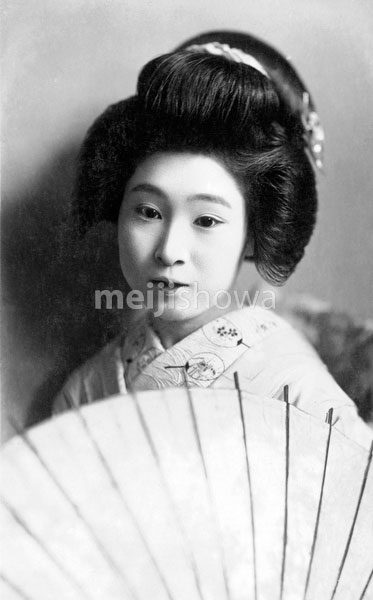 70531-0018 - Woman with Parasol
