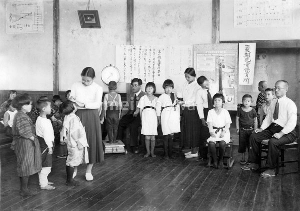 70615-0006 - Elementary School Students
