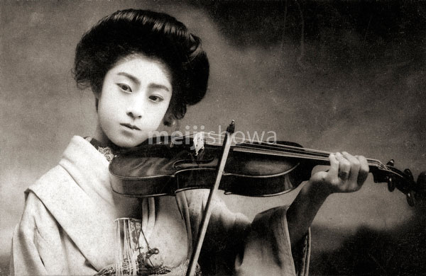 80131-0010 - Woman with Violin