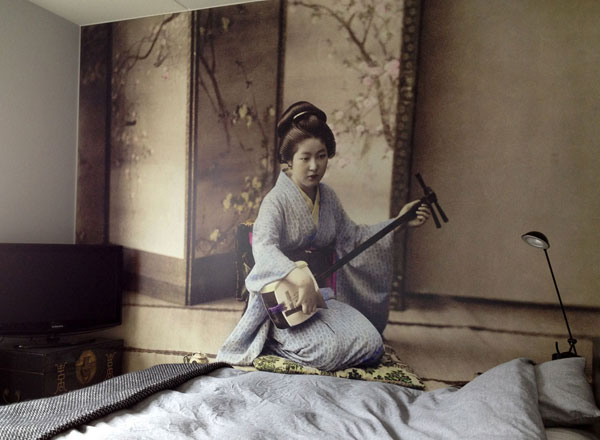 Geisha in Bedroom