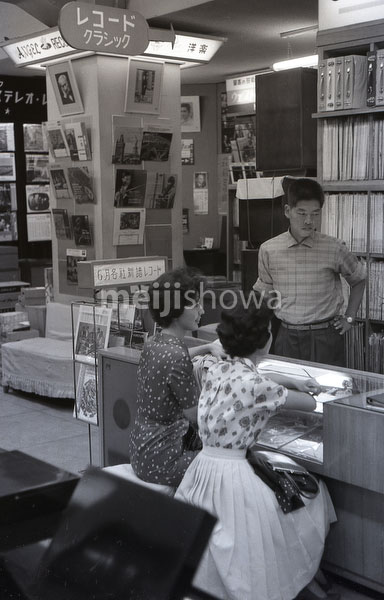 160101-0017-BR - Tokyo Record Store