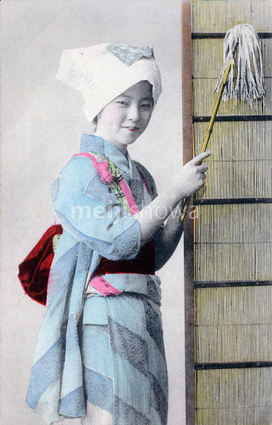 70420-0011 - Woman Cleaning