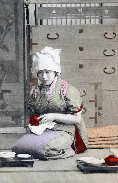 70518-0019 - Woman in Kimono