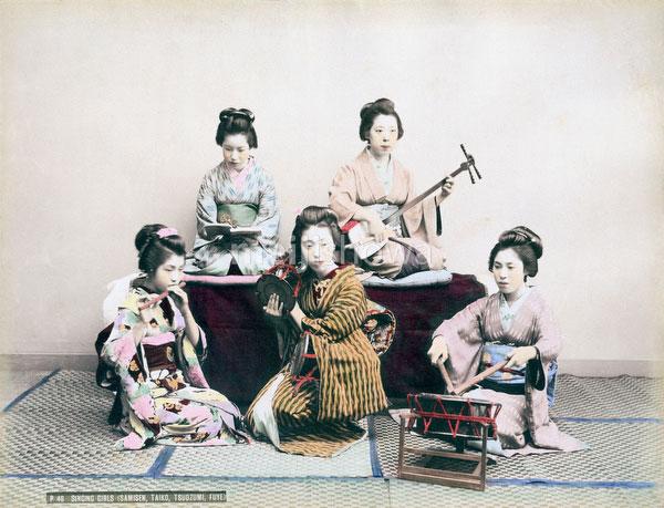 70604-0006 - Maiko Playing Music