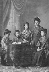 70122-0002 - Women in Kimono