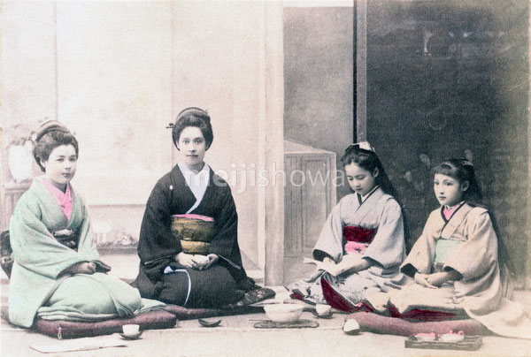 70618-0006 - Westerners in Kimono
