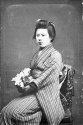 70122-0007 - Woman in Kimono