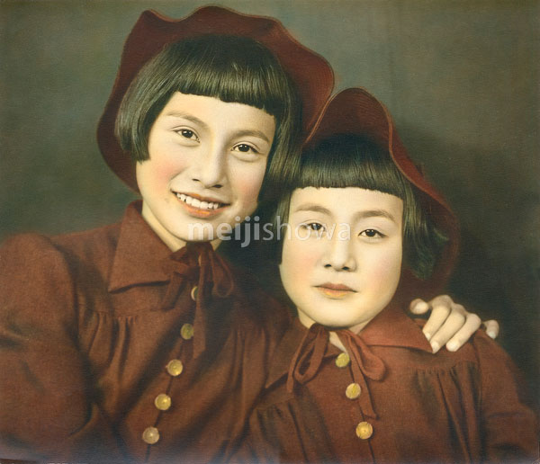 70124-0001 - Two Sisters