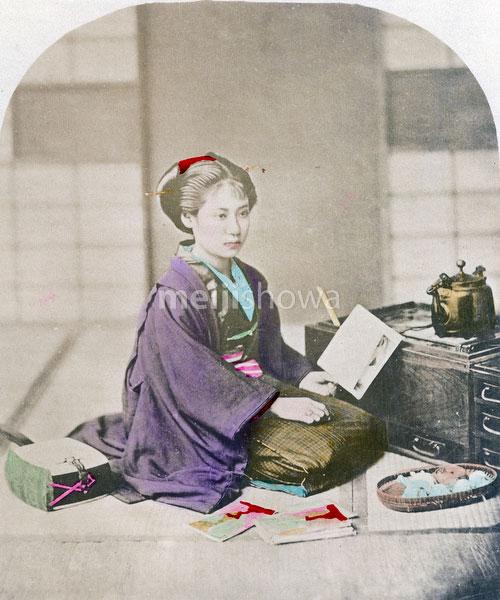 71005-0003 - Woman in Kimono
