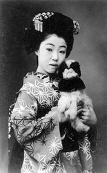71129-0001 - Woman in Kimono