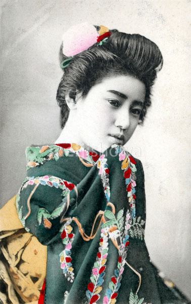 80107-0022 - Woman in Kimono
