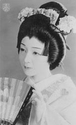 70124-0024 - Takarazuka Actress