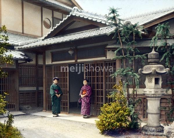 80121-0001 - Entrance of a House