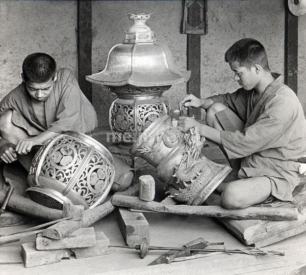 80121-0016 - Carving Bronze Lanterns