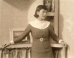 80128-0016 - Woman in Dress