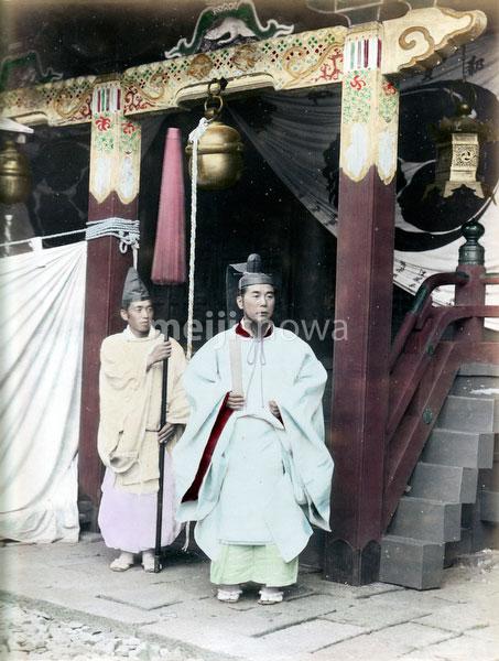 80129-0001 - Shinto Priests