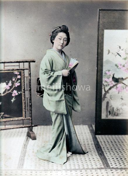 80129-0003 - Woman in Kimono