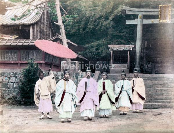 80129-0005 - Shinto Priests