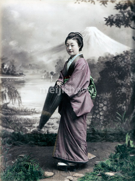 80129-0030 -  Woman with Parasol