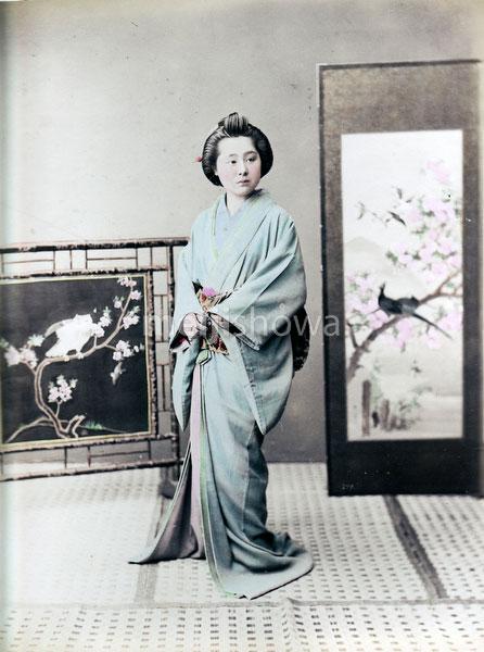 80129-0045 - Woman in Kimono