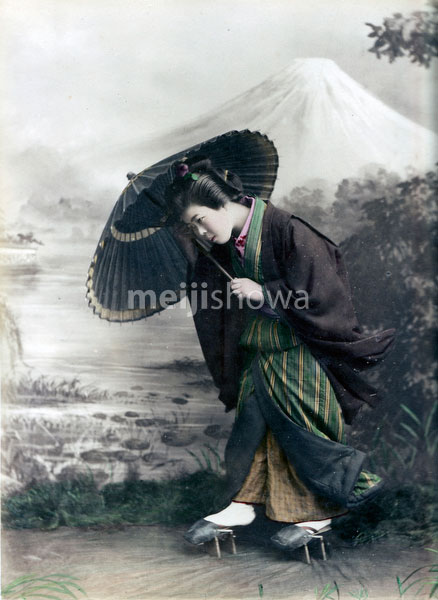 80129-0050 - Woman with Parasol
