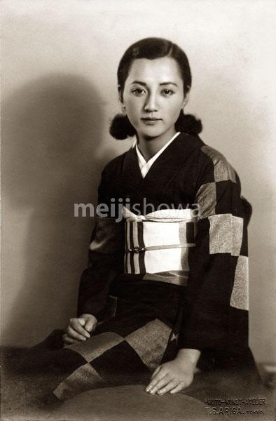 80130-0002 - Woman in Kimono