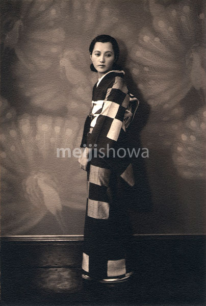 80130-0004 - Woman in Kimono