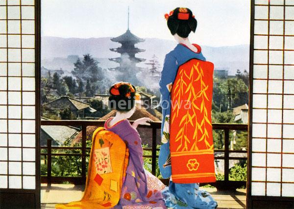 80131-0002 - Maiko and Yasaka Pagoda