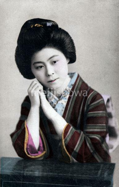 80131-0017 - Woman in Kimono