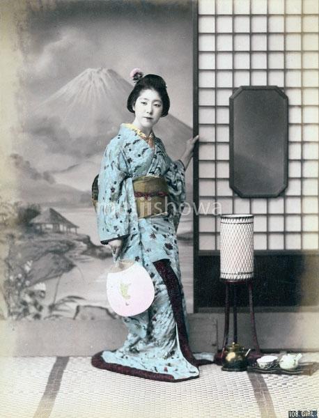 80626-0006 - Geisha with Fan