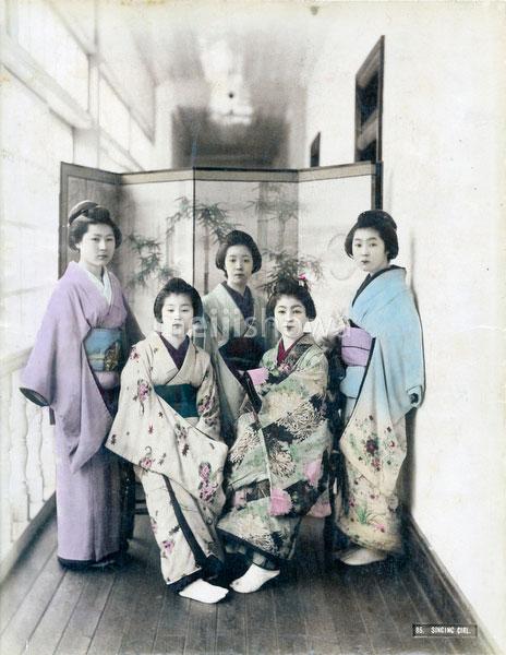 80626-0009 - Women in Kimono