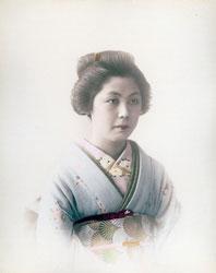 80626-0011 - Woman in Kimono