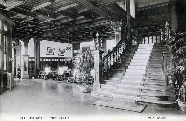 101007-0057 - Tor Hotel Entrance