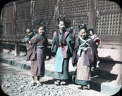 100910-0004 - Komori Nursemaids