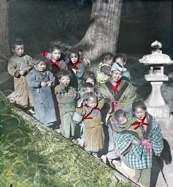 100910-0008 - Komori Nursemaids
