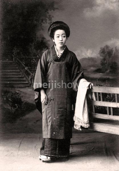 70201-0018 - Woman in Kimono