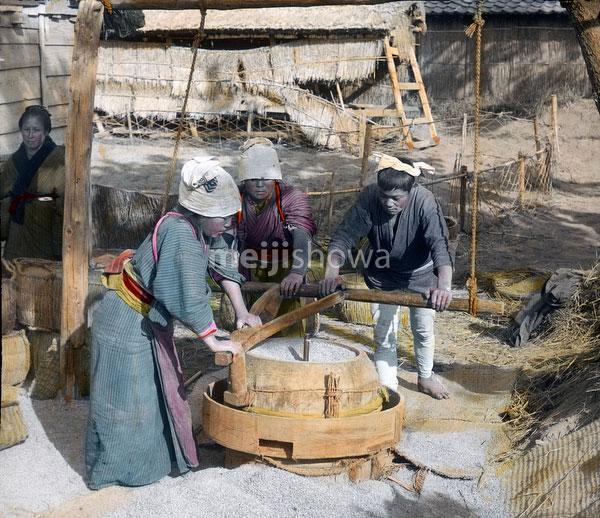 100910-0030 - Hulling Rice