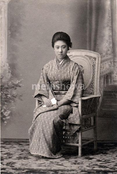 70202-0002 - Woman in Kimono