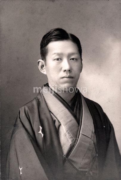 70202-0004 - Man in Kimono