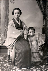 70202-0005 - Mother and Child