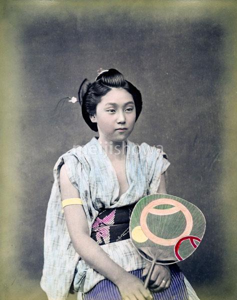 80302-0086-PP - Woman with Fan