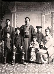 70202-0008 - Japanese Family
