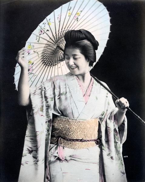 80302-0119-PP - Smiling Geisha