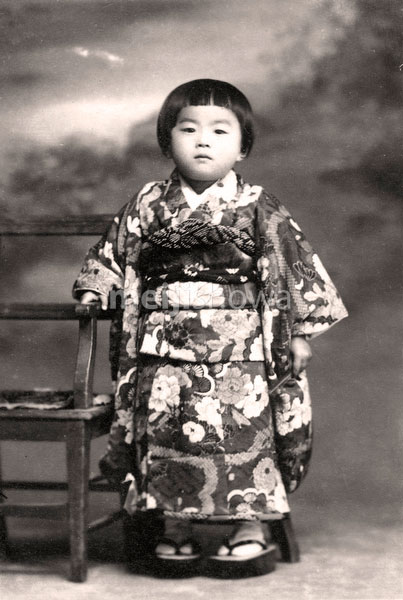 70202-0014 - Girl in Kimono