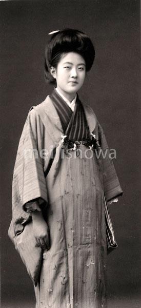 70203-0002 - Woman in Kimono