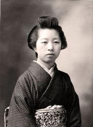 70203-0004 - Woman in Kimono
