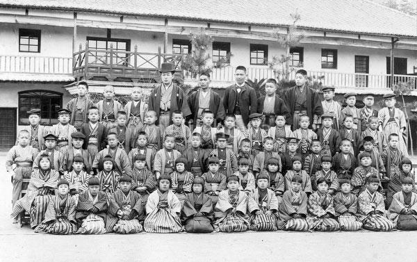 100908-0048 - School Children