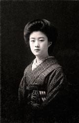 70203-0015 - Woman in Kimono