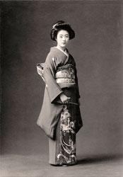 70203-0016 - Woman in Kimono