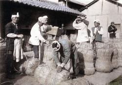 110609-0013 - Packing Rice